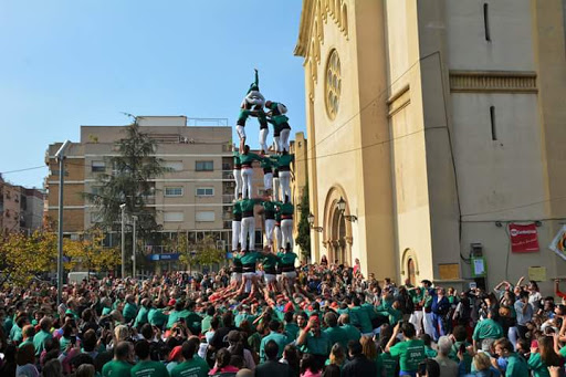 A team of mathematicians and engineers are looking for the safest way of building 'castells'
